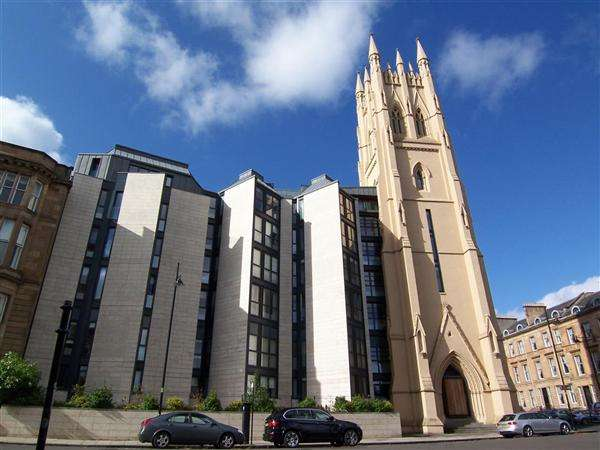 2 Bedrooms Flat for rent in Park Circus Place, Glasgow