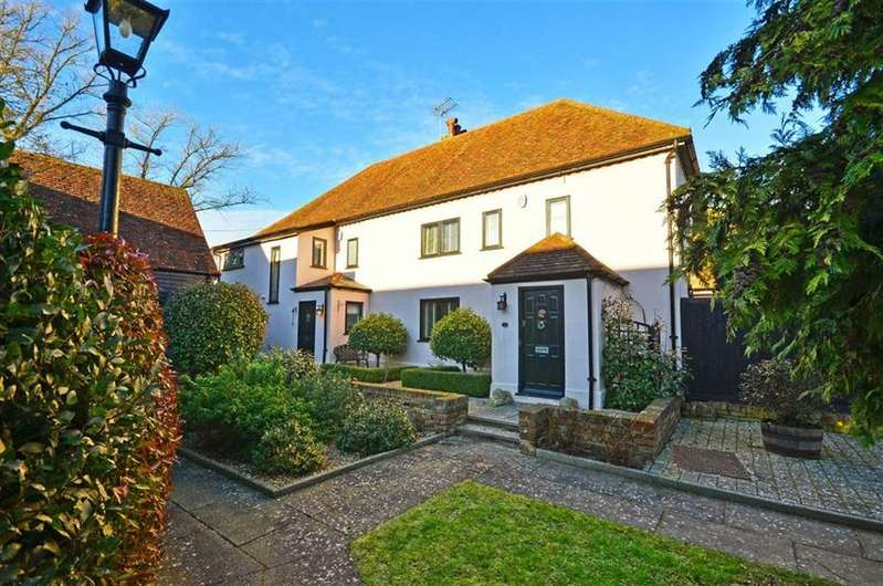 4 Bedrooms Semi Detached House for sale in Cross Farm Mews, Bovingdon, Hertfordshire