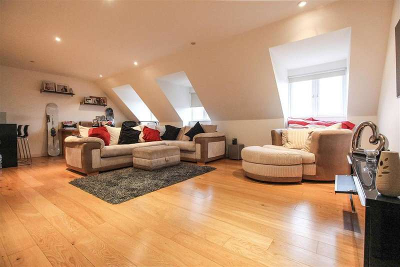 2 Bedrooms Flat for sale in Regency Mews, Queens Road, Haywards Heath