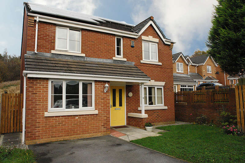 4 Bedrooms Detached House for sale in 14 Penwell Fold, Oldham