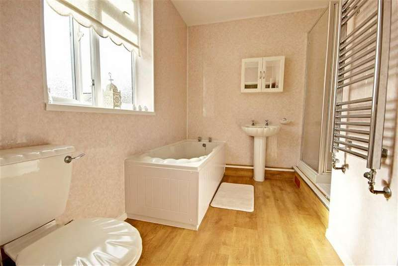 3 Bedrooms Flat for sale in Wharton Street, South Shields, Tyne And Wear