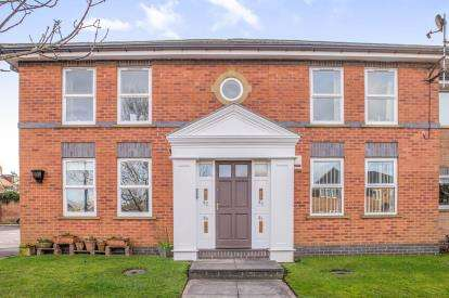 2 Bedrooms Flat for sale in Nicholas Gardens, York