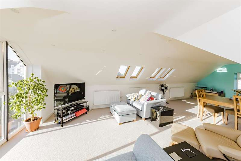 3 Bedrooms Maisonette Flat for sale in Bath Road, Worthing, West Sussex, BN11 3PQ