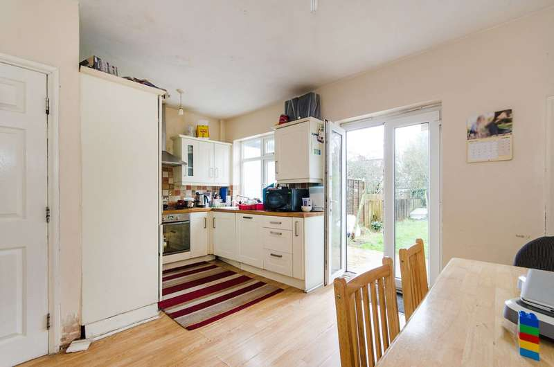 4 Bedrooms Terraced House for sale in Crofts Road, Harrow, HA1