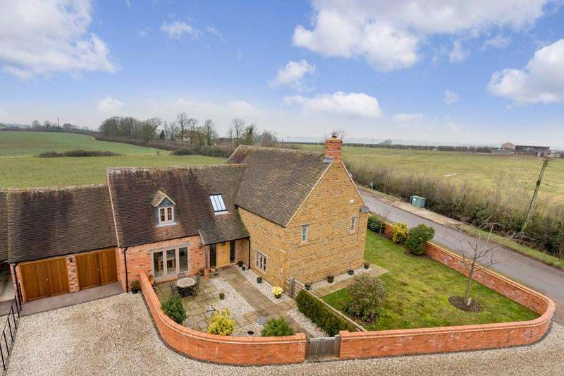 4 Bedrooms Detached House for sale in Duns Tew, Bicester