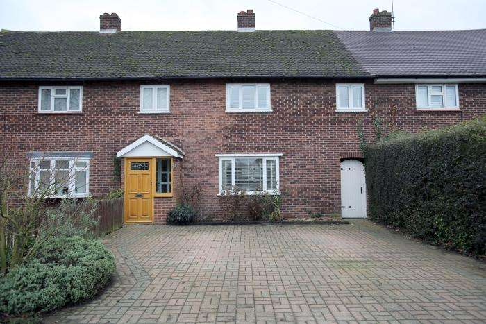 3 Bedrooms Terraced House for sale in BARN MEAD, TOOT HILL CM5