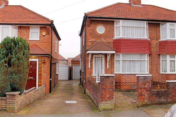 3 Bedrooms Semi Detached House for sale in Orchard Grove Edgware Harrow HA8