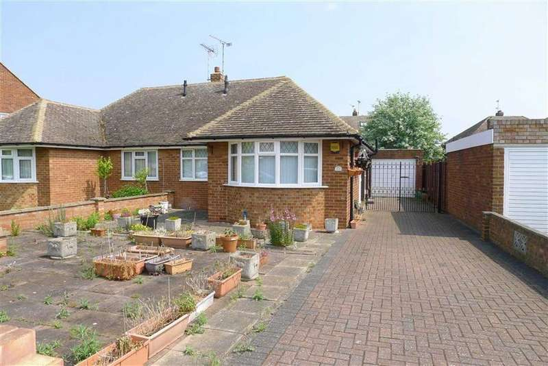 2 Bedrooms Semi Detached Bungalow for sale in Bushmeadow Road, Rainham, Kent, ME8