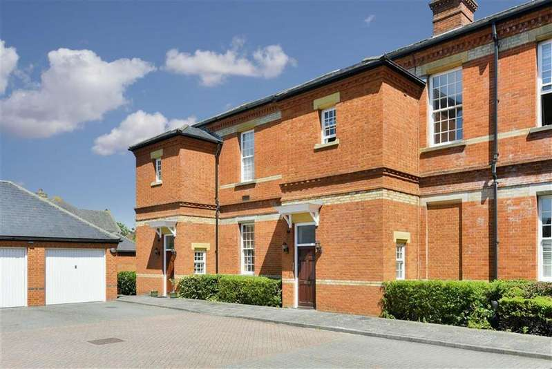 3 Bedrooms Town House for sale in Harvey Court, Epsom, Surrey