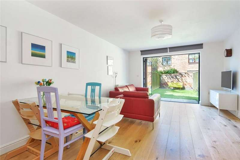 4 Bedrooms Terraced House for sale in The Cloisters, Lincoln