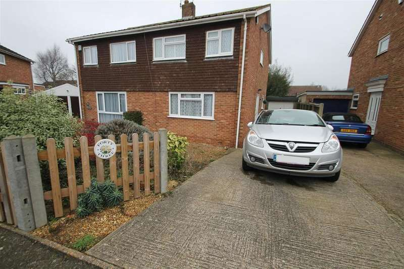 3 Bedrooms Semi Detached House for sale in Pembroke Road, Coxheath
