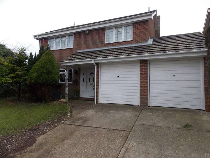 4 Bedrooms Detached House for sale in Ashmore Close, Peacehaven, East Sussex