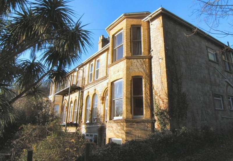 2 Bedrooms Flat for sale in Southgrove Road, Ventnor, Isle of Wight,