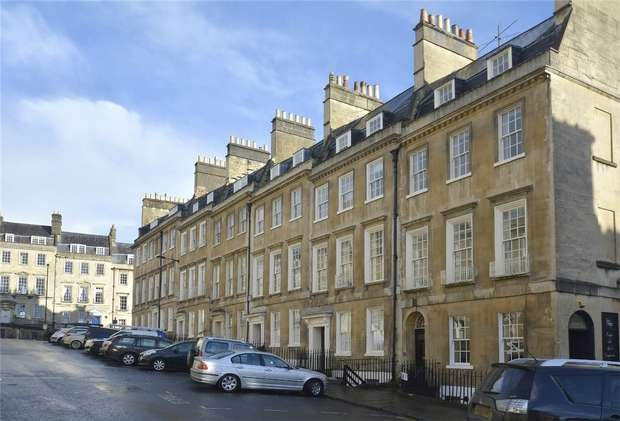 1 Bedroom Flat for sale in The Garden Apartment, Ground Floor, 2 Bennett Street, Bath