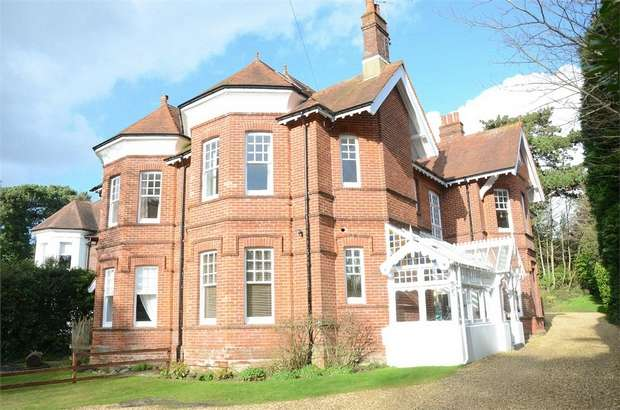 2 Bedrooms Flat for sale in West Overcliff Drive, West Cliff, Bournemouth