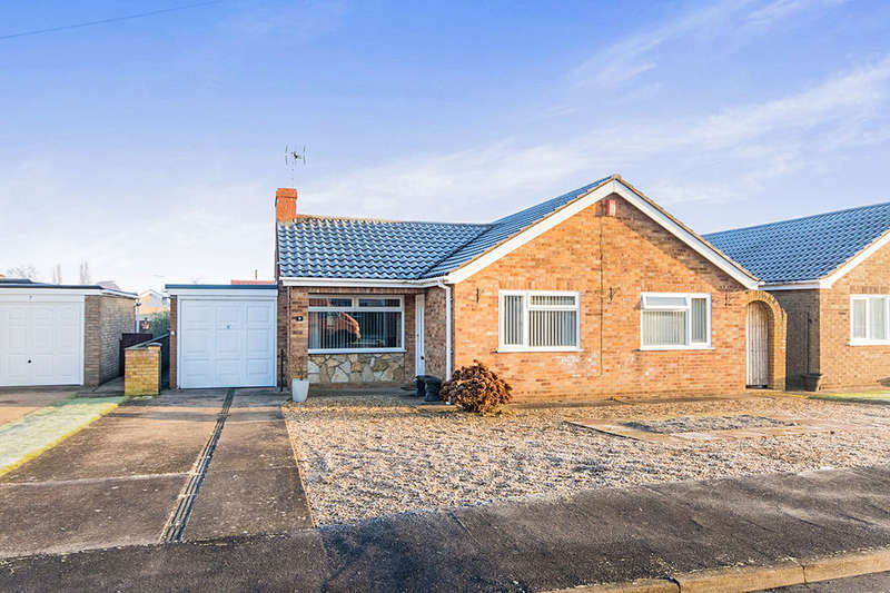 3 Bedrooms Detached Bungalow for sale in Coniston Drive, North Hykeham, Lincoln, LN6