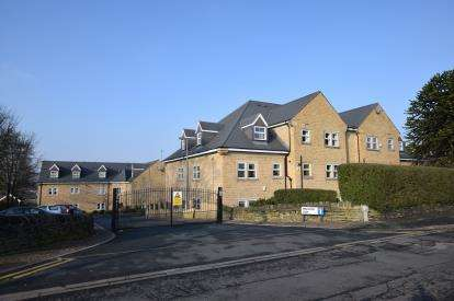 2 Bedrooms Flat for sale in Pavilion Way, Pudsey, Leeds, West Yorkshire