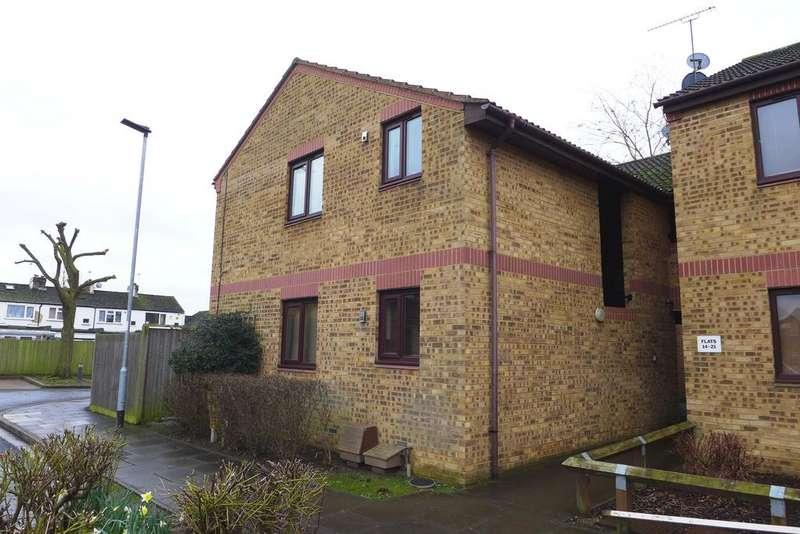 2 Bedrooms Flat for sale in Larkham Close, Feltham