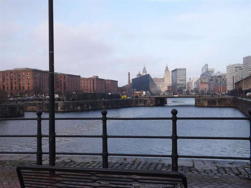 2 Bedrooms Apartment Flat for sale in Royal Quay, Liverpool