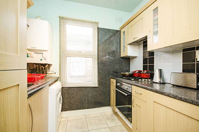 2 Bedrooms Maisonette Flat for sale in Perth Road, Leyton, E10