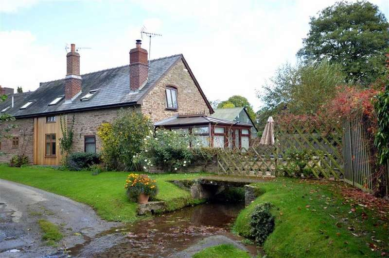 3 Bedrooms End Of Terrace House for sale in Squirrel Cottage, Kimbolton Court, Kimbolton, HR6
