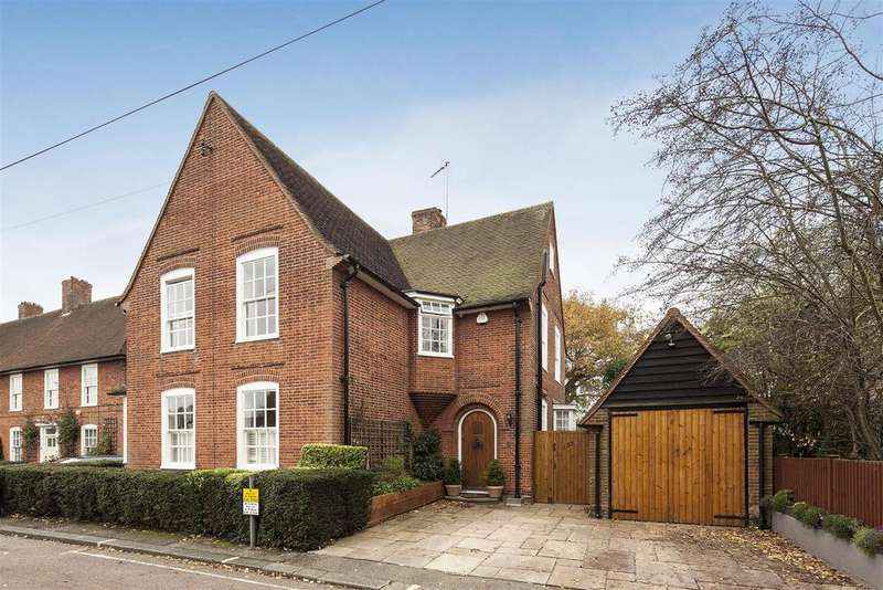 5 Bedrooms Detached House for sale in Willifield Way, NW11
