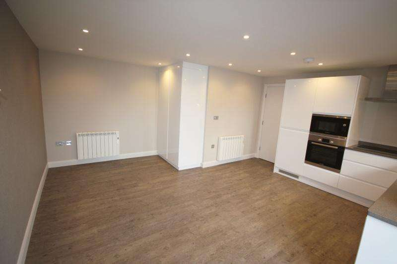 2 Bedrooms Flat for sale in Park Lane, Poynton, SK12