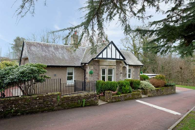 3 Bedrooms Bungalow for sale in Castlebank Park, St Patricks Road, Lanark, ML11 9EG