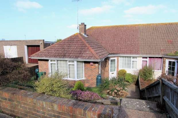 3 Bedrooms Semi Detached Bungalow for sale in Ditchling Crescent Brighton