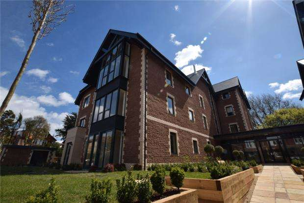 2 Bedrooms Flat for sale in Courtland Road, Paignton, Devon