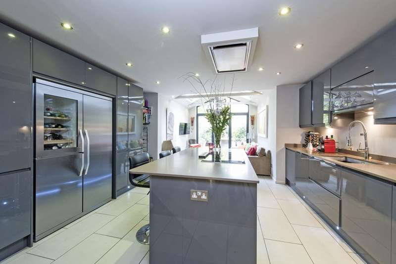 4 Bedrooms Terraced House for sale in Egliston Mews, SW15
