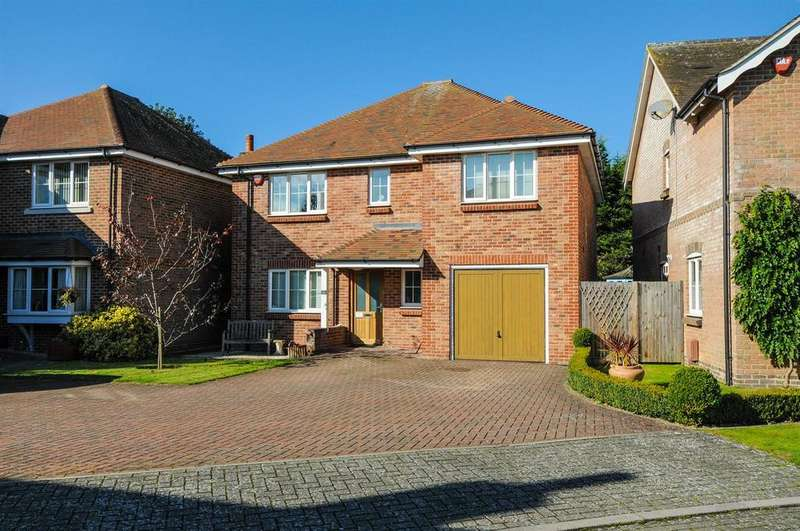 5 Bedrooms Detached House for sale in Deans Close, Fontwell