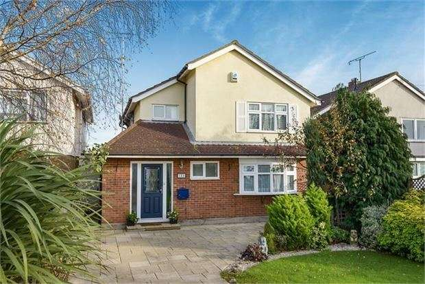 4 Bedrooms Detached House for sale in Rayleigh Road, Leigh on sea, SS9 5XF