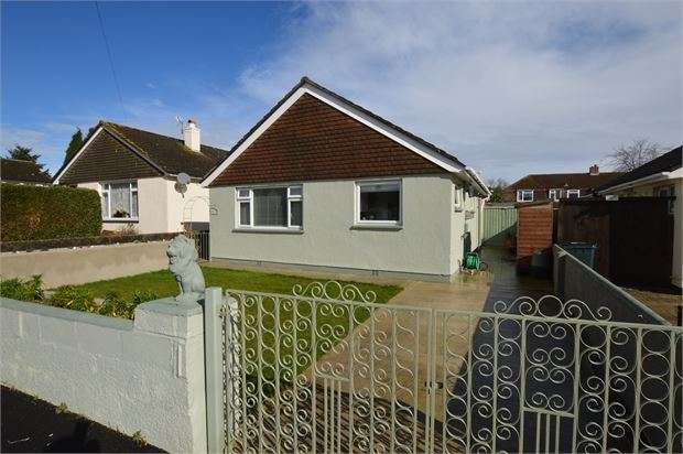 2 Bedrooms Detached Bungalow for sale in Sharps Close, Heathfield, Newton Abbot, Devon. TQ12 6SS
