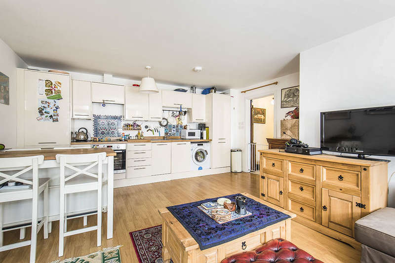 2 Bedrooms Flat for sale in High Street Nelson Road, Whitton, Twickenham, TW2