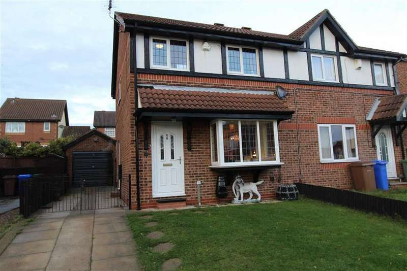 3 Bedrooms Semi Detached House for sale in Pinfold Meadows, Bridlington, East Yorkshire, YO16