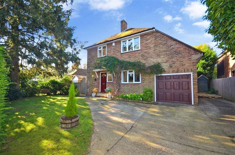 3 Bedrooms Detached House for sale in Grange Crescent, Crawley Down, West Sussex