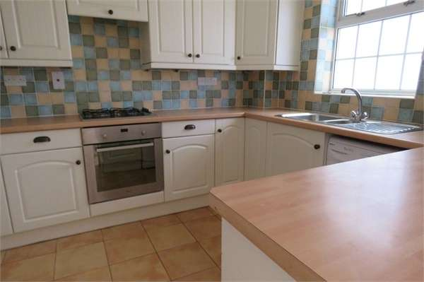 3 Bedrooms Terraced House for sale in Periwinkle Close, SITTINGBOURNE, Kent