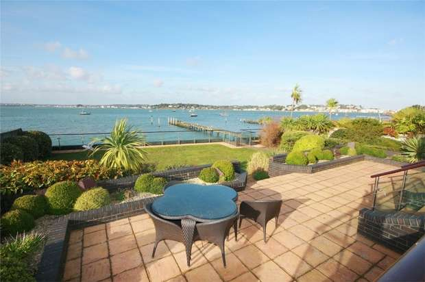 3 Bedrooms Flat for sale in 10 Panorama Road, Sandbanks, Poole, Dorset