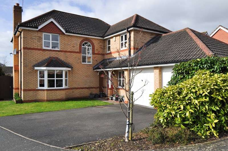 4 Bedrooms Detached House for sale in Edenfield Close, Brockhill, Redditch