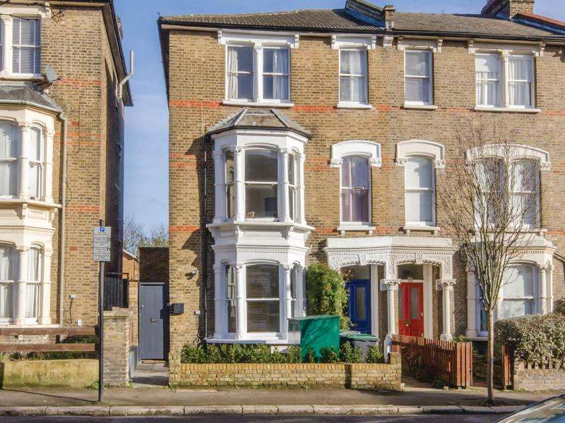 2 Bedrooms Maisonette Flat for sale in Lancaster Road, N4