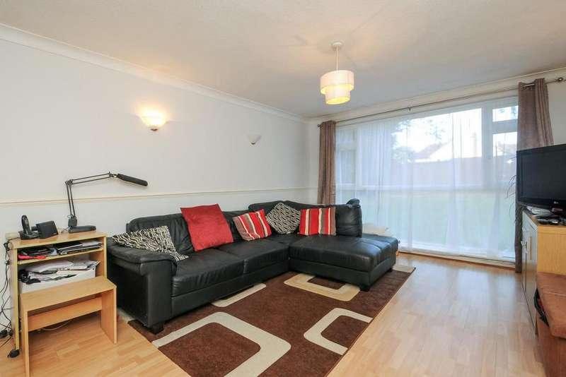 2 Bedrooms Flat for sale in Burnt Ash Hill, Lee, SE12