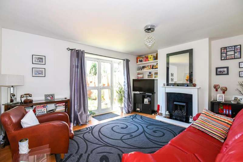 2 Bedrooms Flat for sale in Charters Close, Crystal Palace, SE19