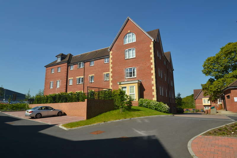 2 Bedrooms Flat for sale in Verwood, Dorset