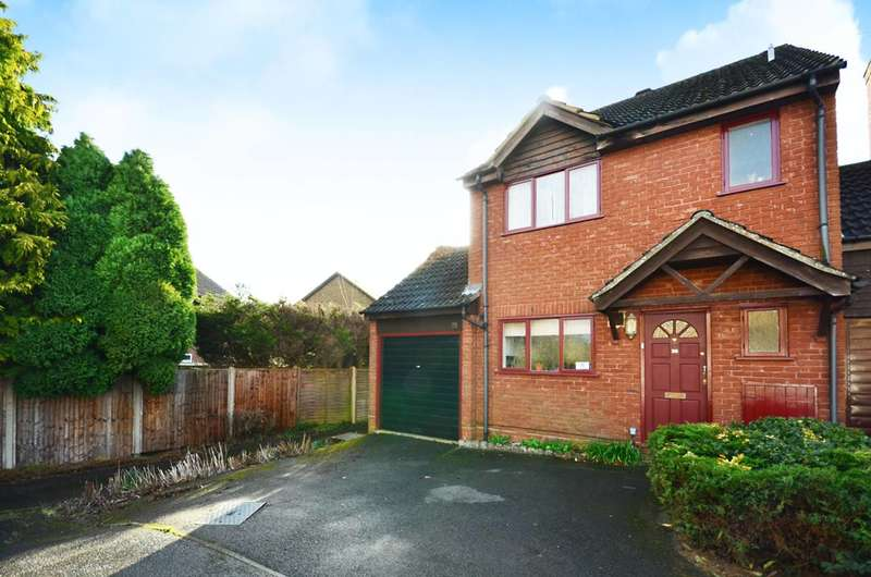 3 Bedrooms Detached House for sale in Tychbourne Drive, Merrow, GU4