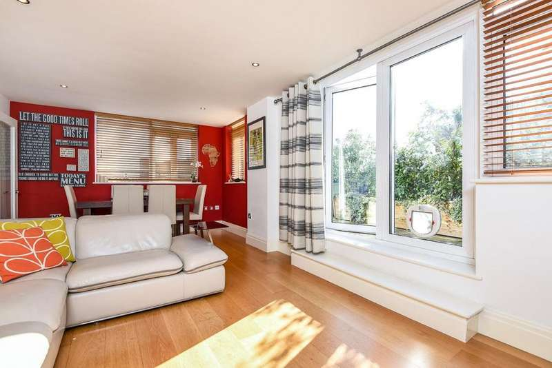 2 Bedrooms Flat for sale in Royal Quarter, Seven Kings Way, Kingston upon Thames, KT2