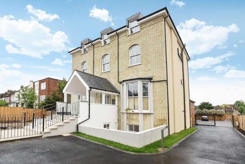 3 Bedrooms Flat for sale in Enmore Road London SE25