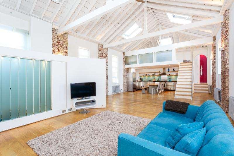 3 Bedrooms Apartment Flat for sale in The Courtyard, London, SW11