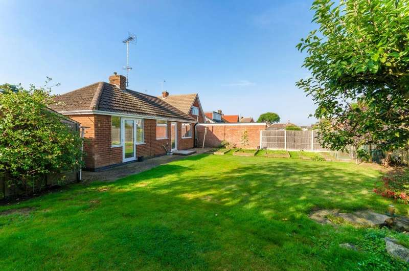 2 Bedrooms Detached Bungalow for sale in Almond Crescent, Brant Road, Waddington, Lincoln, LN5