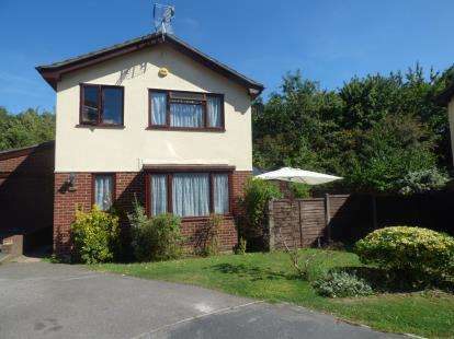 3 Bedrooms Detached House for sale in Waterlooville, Hampshire, .